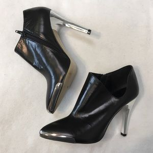 Chinese Laundry Black Metal Silver Accent Booties